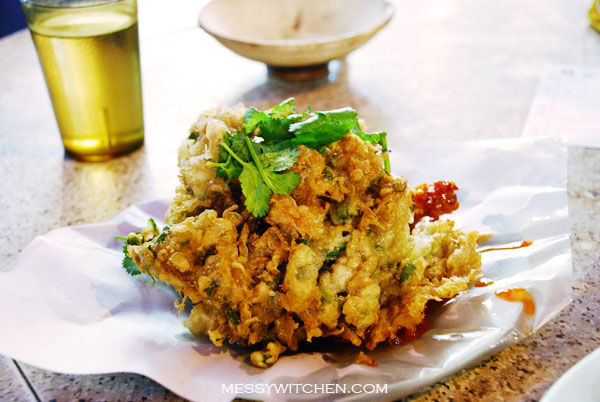 Deep-Fried Oyster Cake @ Wai Kee Restaurant, Temple Street, Hong Kong