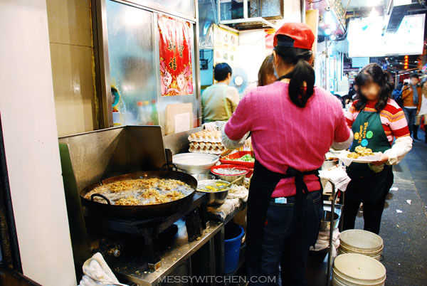 Frying Oyster Cake @ Wai Kee Restaurant, Temple Street, Hong Kong