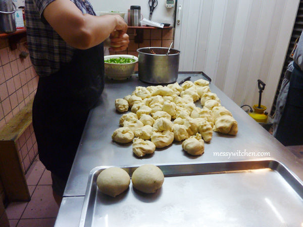 The Making Of Fuyuan Pepper Bun @ Huayin Street, Taipei