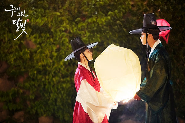 Lantern Scene With Lee Yeong & Hong Sam Nom in Moonlight Drawn by Clouds