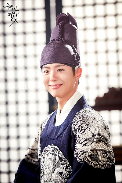Smile Too Much in Moonlight Drawn by Clouds