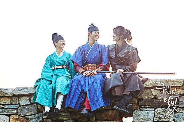 The Lovely Trio, Yeong, Ra On & Kim Hyung in Moonlight Drawn by Clouds