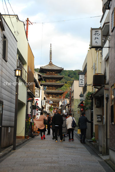 Yasaka Pagoda (Hokanji Temple) Seen From Yasaka Dori @ Kyoto