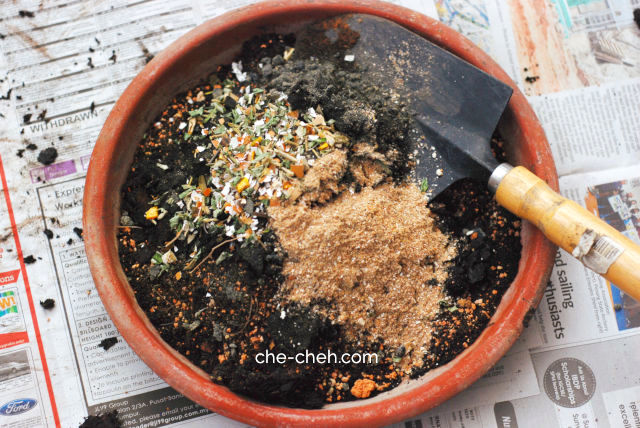 Adding DIY Bone, Prawn & Fish Meal Blend Fertilizer To Compost