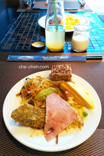 Buffet Breakfast @ Hanoi Emerald Waters Hotel Trendy, Hanoi